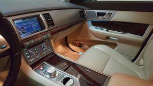 JAGUAR XF 2.7D V6 Premium Luxury -08