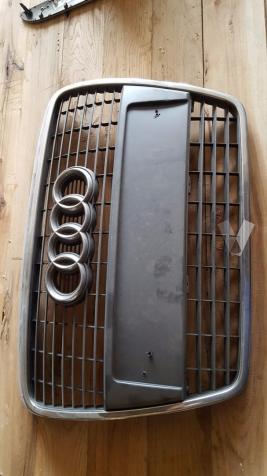 Calandra y otros Audi A6 4F
