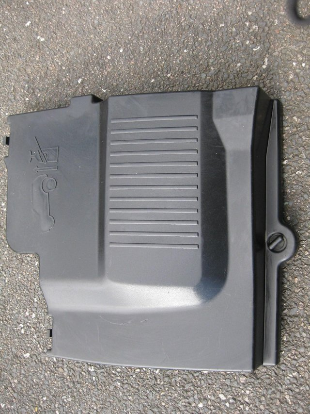 LANDROVER DISCOVERY TD5 BATTERY COVER